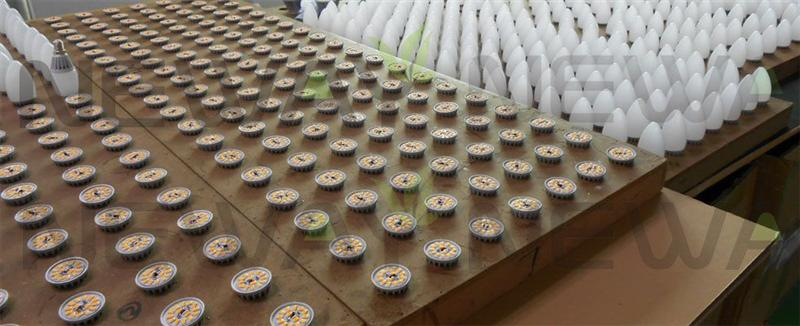 5W LED Candle Bulb in Production